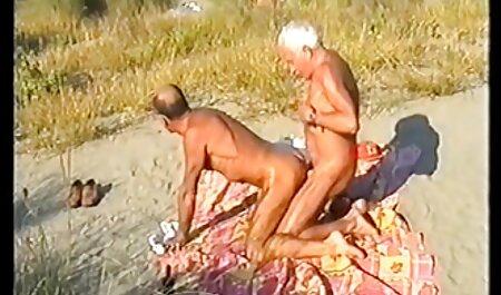 Tussua puukotettu. alaston pillu