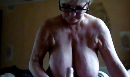 Masturboin vessassa. ilmaista pillua
