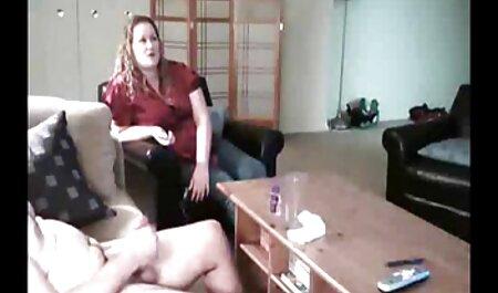 Suihkuta miestä ilmaista pillua suihkusuihkulla seksin jälkeen.