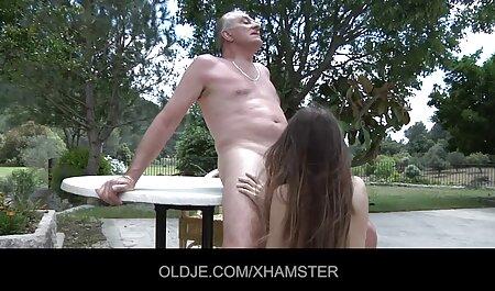 Blondi vanhat naiset porno miehen kanssa.