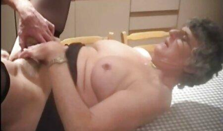 Hän karvainen porno laittoi sinulle vibraattorin.
