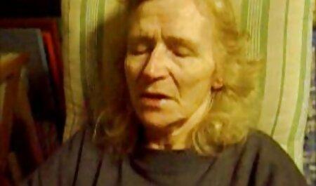 Viehättävät mustat seksivideot vanha nainen naiset, joilla on ruskeat hiukset emättimessä.