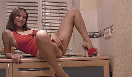 Lesbotyttöjä lattialla. kotirouva porno